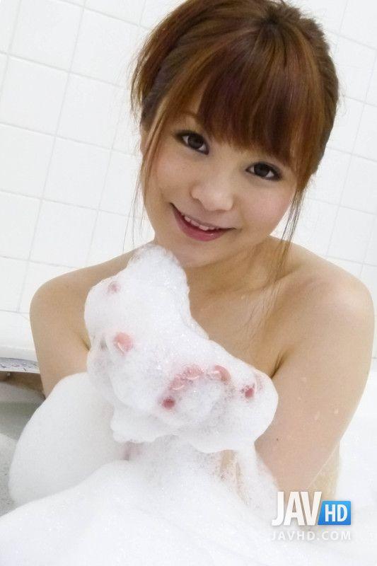 超美人永沢まおみちゃんのカワイイおっぱいとお尻を堪能できるフェラチオエロ画像無修正16枚!