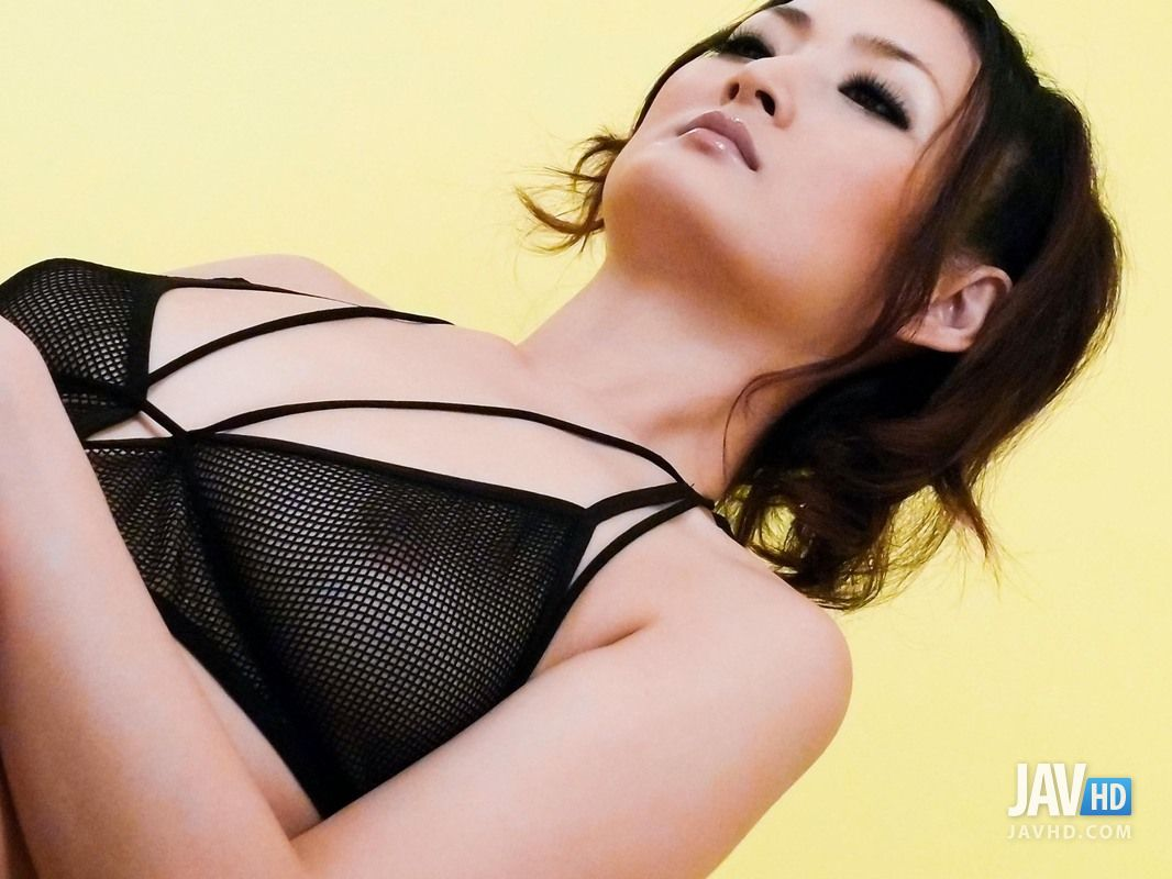 Risa murakami gets tools to lick and uses vibrator before fu