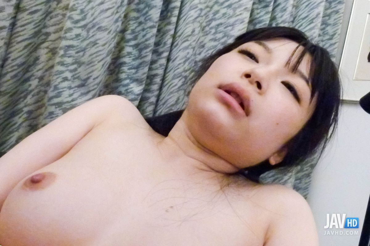 Sex babe Hina Maeda gets amazing work on her pussy