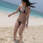 Sexy babe Hina Maeda gets naked on beach for fun